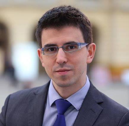 Dr Marek Rozkrut